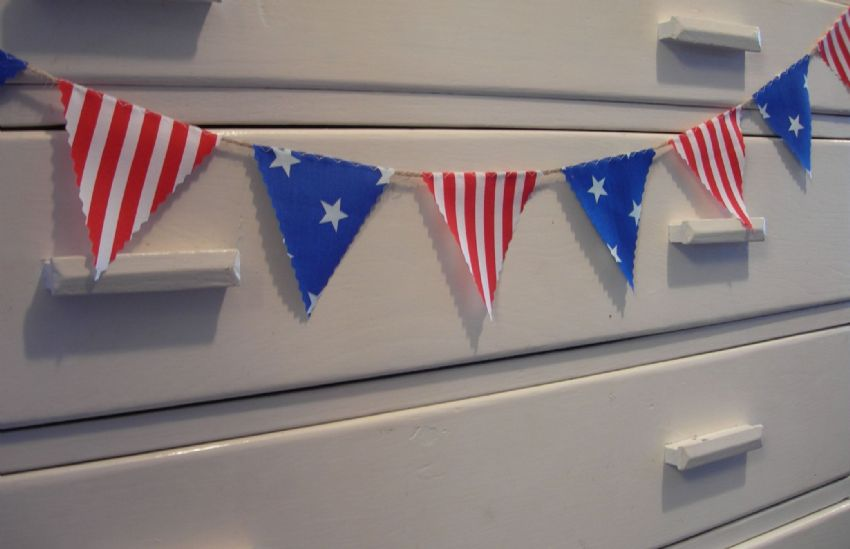BUNTING Very Mini - American Style 'Stars and Stripes' - 1 metre